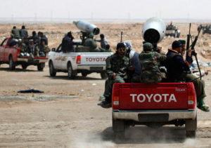 アラブのゲリラが乗るトヨタのトラック