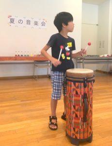 ミュージックセラピーの音楽祭で演奏する息子