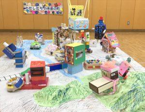 「わたしたちの未来のまち」と題された中学部の作品